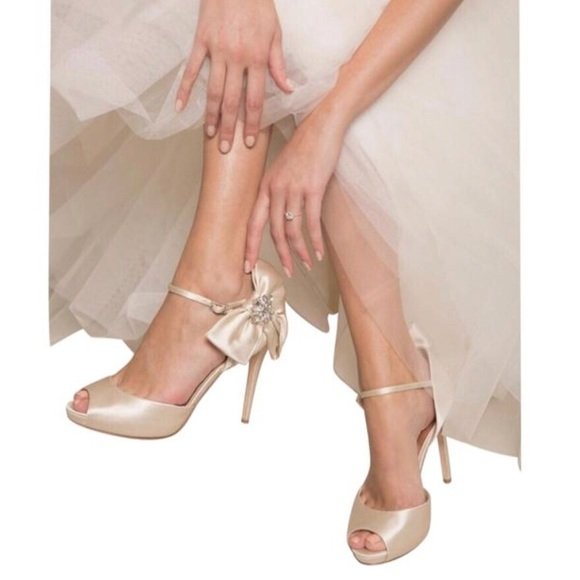 3ff93a7fa6f BNIB Badgley Mischka Samra Bow Accent Bridal Heel
